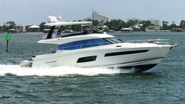 Prestige 560 Flybridge Profile