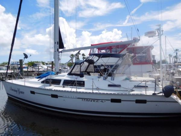 Hunter 42 Passage Portside Profile
