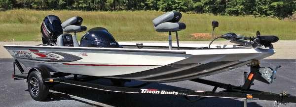TRITON BOATS 17 C TX