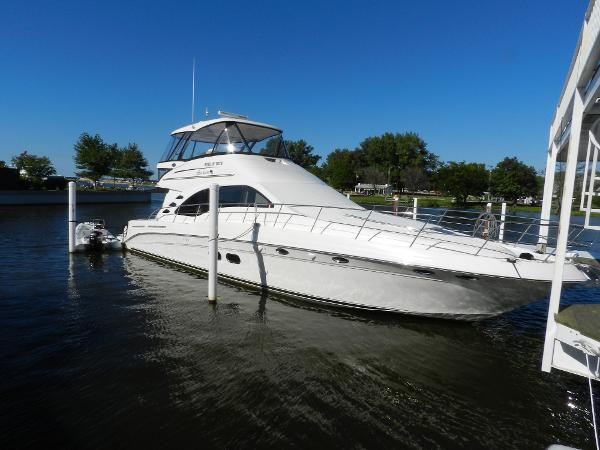 Sea Ray 58 Sedan Bridge Exterior