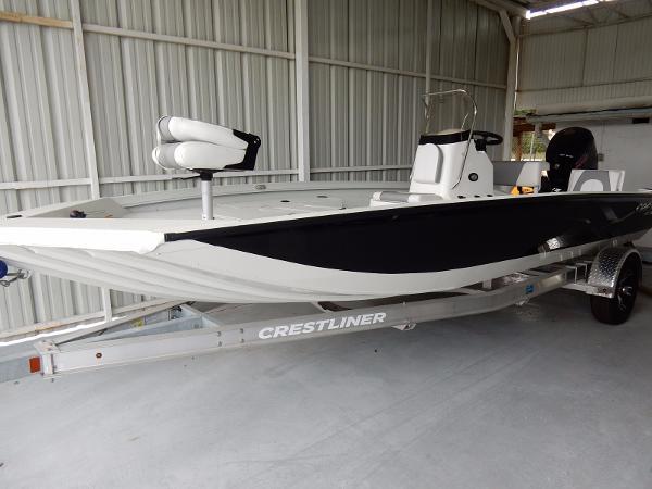 Crestliner 2000 Bay