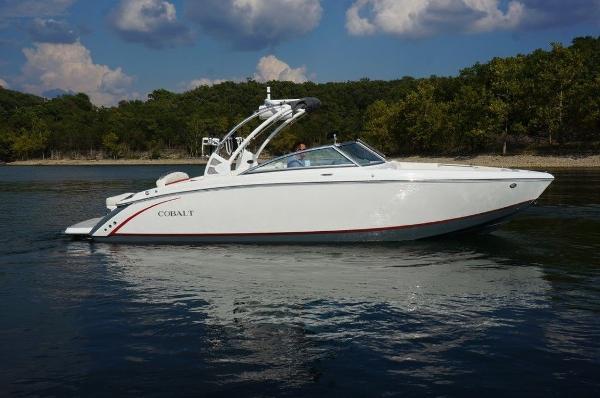 Cobalt Boats R7 Surf