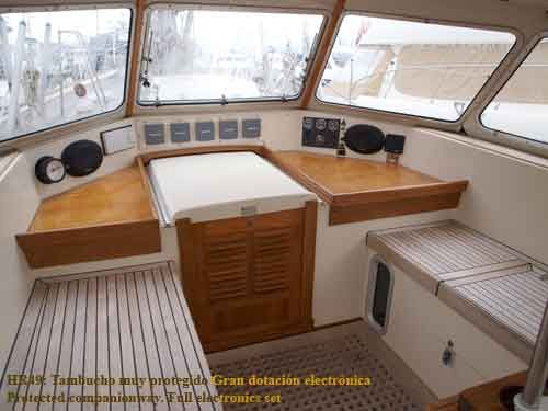 Hallberg Rassy 49 Companion-way