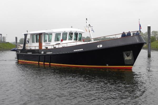 River Queen 1700