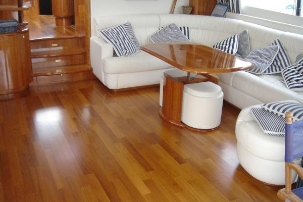 Lounge with teak floor