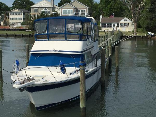 Chris-Craft 380 Corinthian 1985 Chris Craft 380 Corinthian - Port Bow
