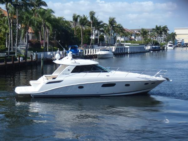 Sea Ray 450 Sundancer Stbd side