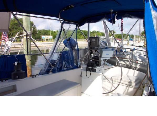 Albin Nimbus 42 Cockpit