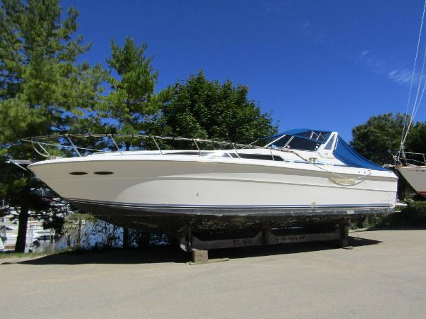 Sea Ray 390 Express Cruiser Exterior Profile
