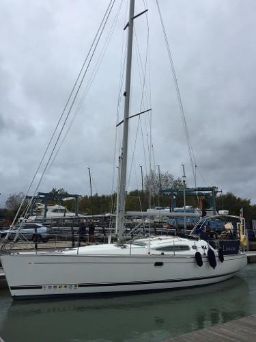 Feeling 39 Feeling 39 'Limosa' arriving at Hamble Point Marina