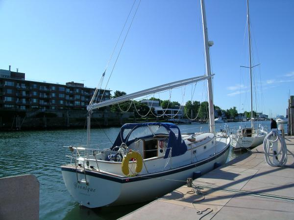 Nonsuch Classic 30 At the dock