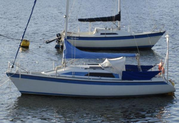 Dehler 25 Lifting Keel Dehler 25 on mooring