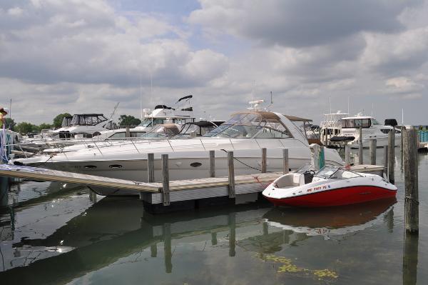 Sea Ray 460 Sundancer Dockside