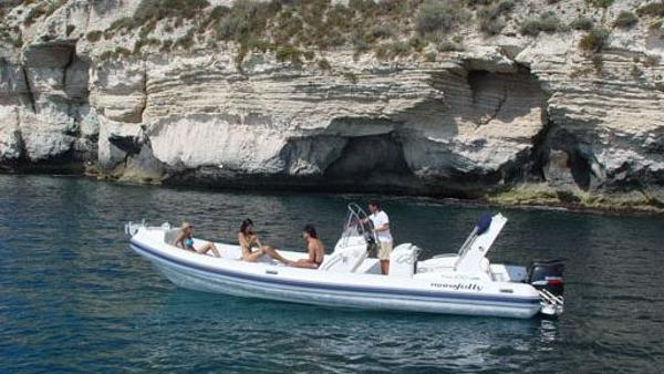 Nuova Jolly NJ 850 On the water