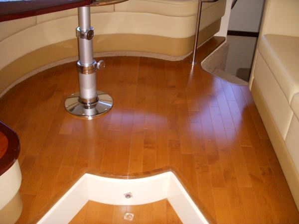 Step-up Dinnette / Salon Wood Flooring
