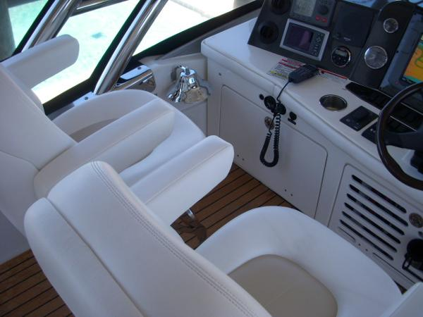 Helm- controls to port