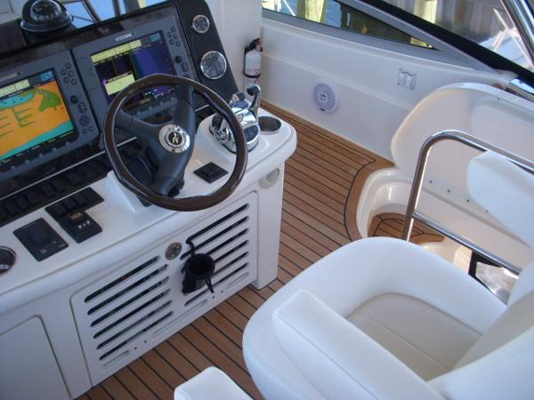 Helm- Controls to starboard