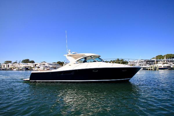 Tiara 3600 Coronet Starboard Profile