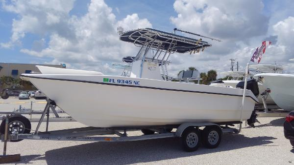 Twin Vee 22 Center Console