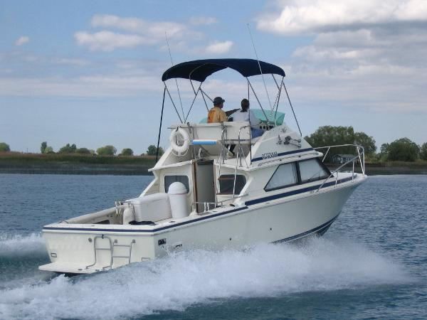 Bertram 28 Flybridge Cruiser II
