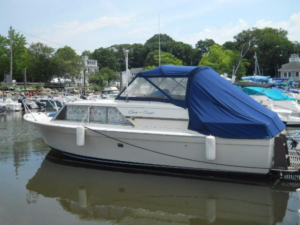 Chris-Craft Commander 27