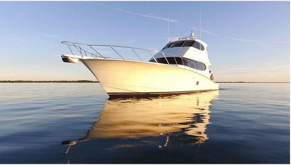 Hatteras Enclosed Flybridge Sportfish