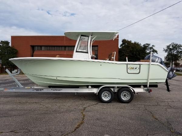 Sea Hunt Ultra 255 SE