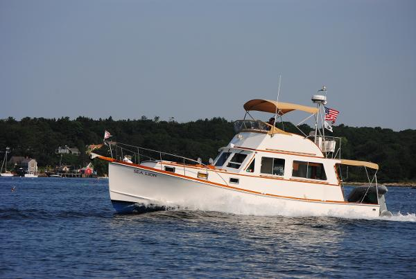 Holland/James Foley 38 Flybridge Cruiser Underway