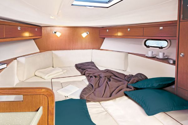 Bavaria Sport 29 Forward Cabin