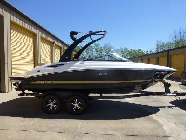 Sea Ray 210 SLX Starboard Profile