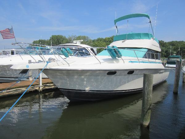 Silverton 37 Convertible DOCKSIDE PROFILE