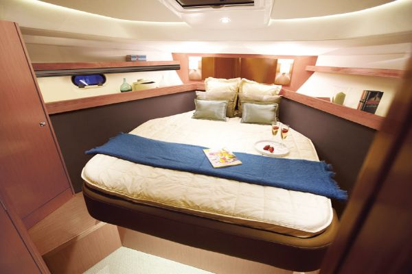 Bavaria Sport 44 HT Bedroom