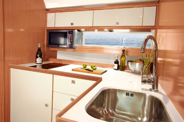 Bavaria Sport 44 HT Galley
