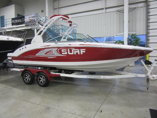 Chaparral 23 Surf IN OUR SHOWROOM