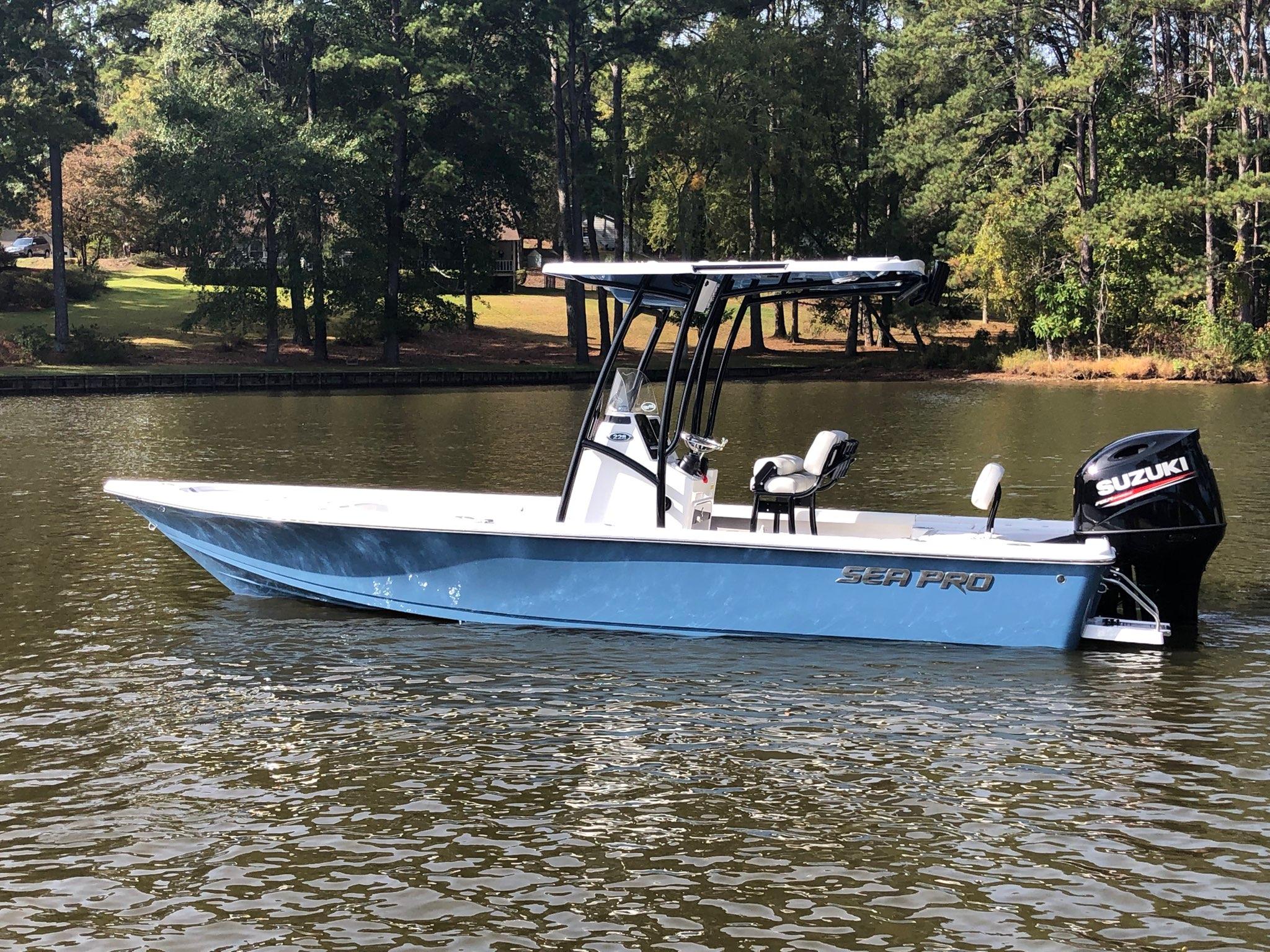 Sea Pro 228 DLX Bay Series