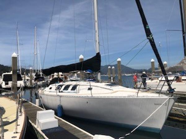 Beneteau 35S5 Dockside