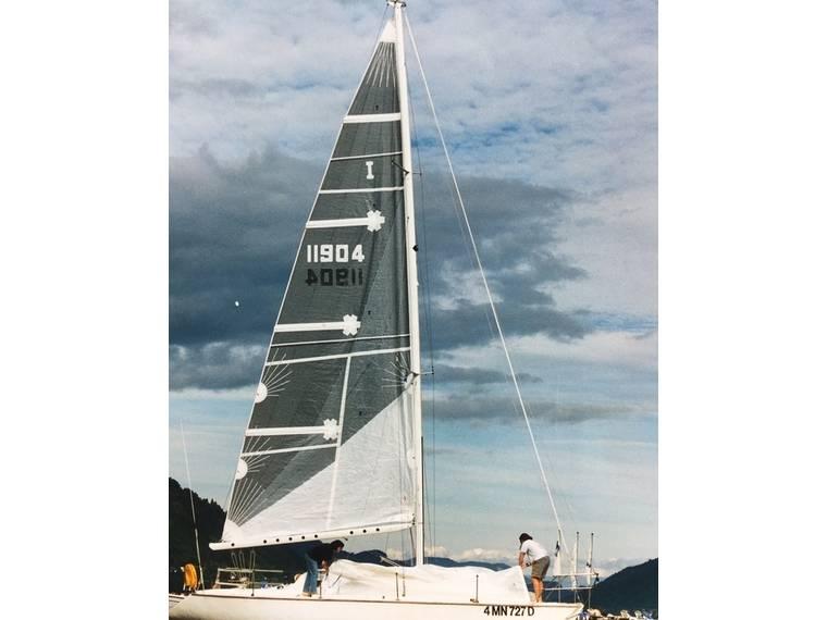 PETITE BATEAU WING 34 SEGELBOOT Sailboat