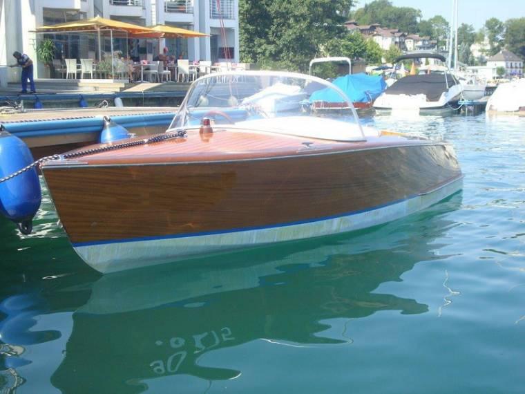 MARTENS Motorboot