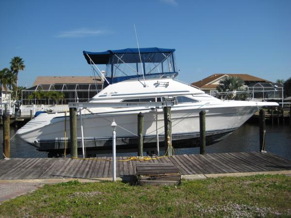 Sea Ray 350 Express Cruiser MY-DEL-LITE