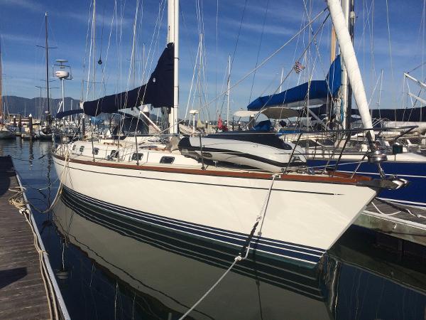 Tartan 4600 Starboard side