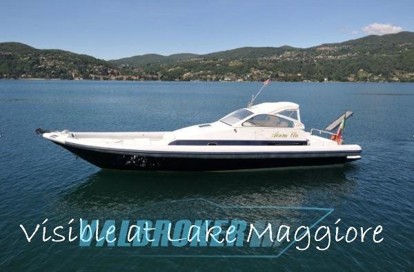 Lomac Airone visible at lake maggiore