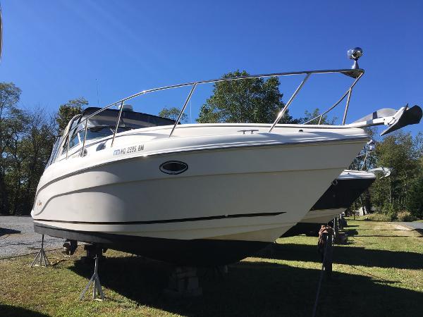 Rinker 342 Fiesta Vee Starboard Bow