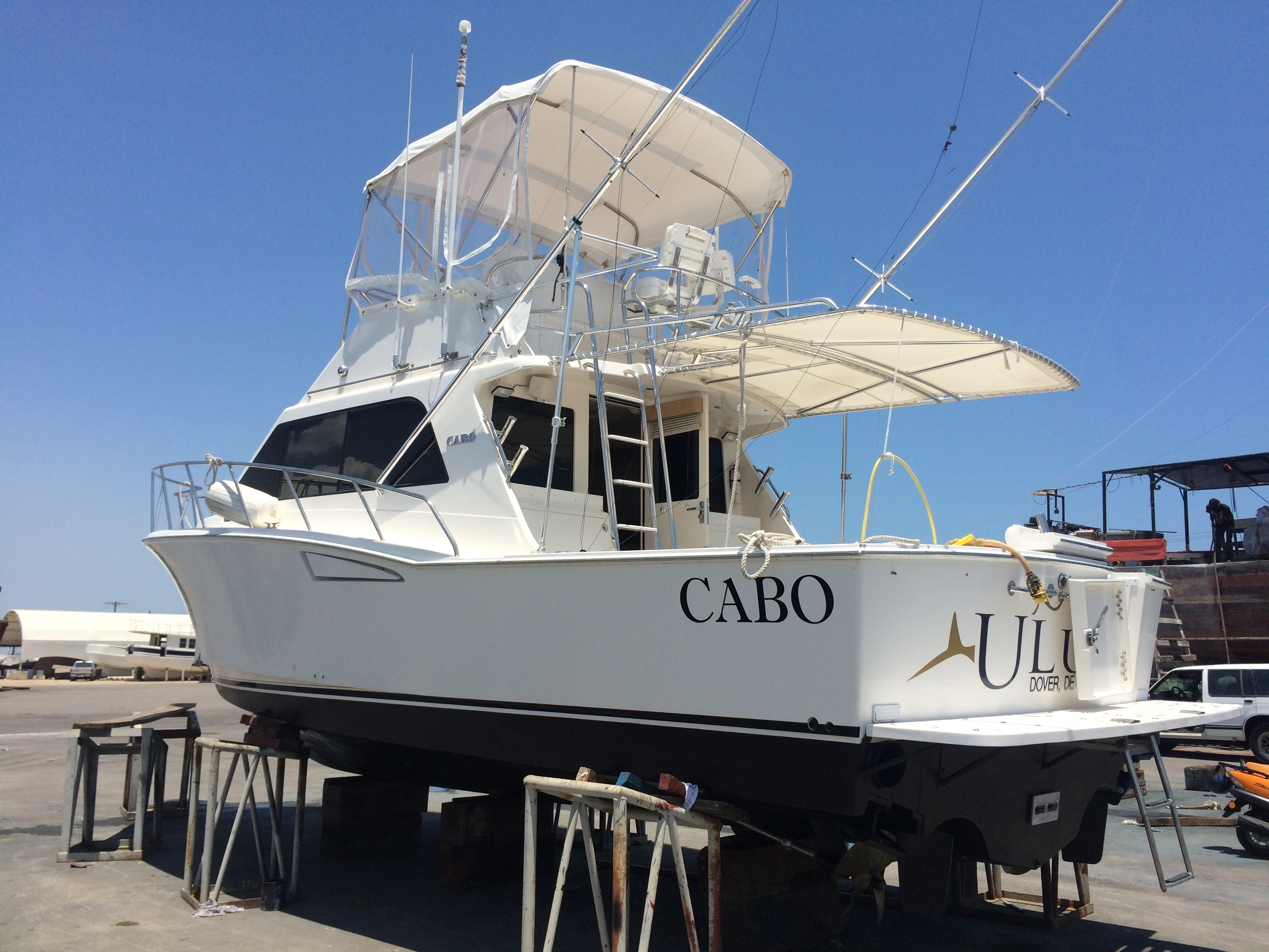 Cabo 35 Flybrigde
