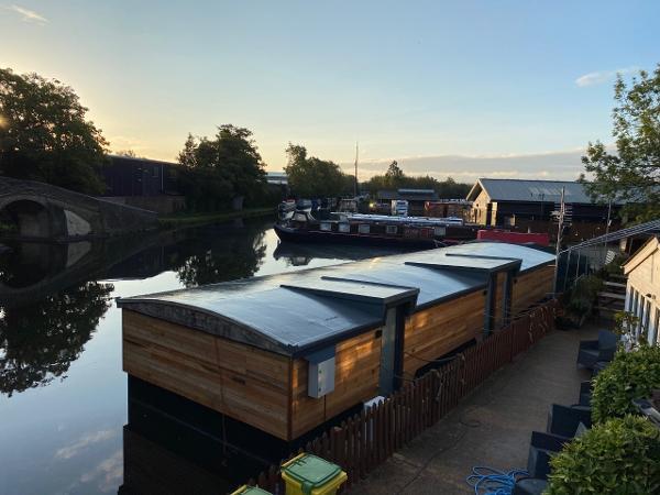 Barge Houseboat Accommodation