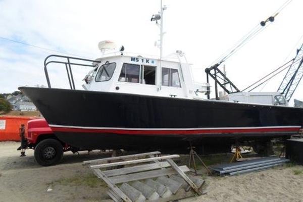 Luhrs 32' x 14' Luhrs Fiberglass Hull/Aluminum Cabin Patrol Boat