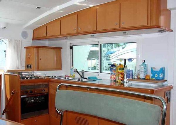 Lagoon Cat 440 - galley