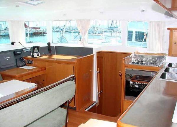 Lagoon Cat 440