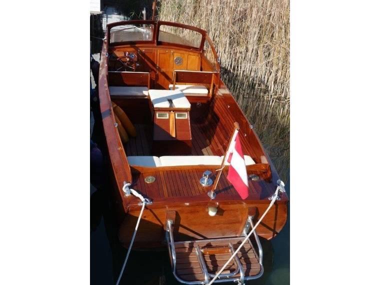 WAHLBORG MAHAGONI KLASSIKER (BACKDECKER) Motorboot