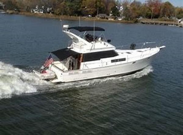 Bayliner 3888 Motoryacht Under Way
