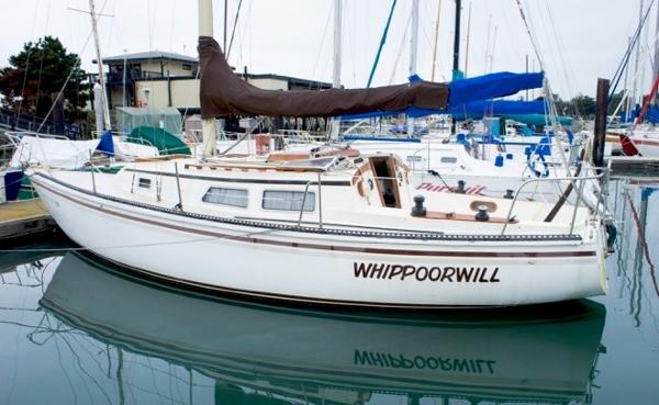 Newport 30 SLOOP Port Side Abeam